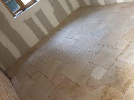Poline entreprise : rénovation d'une longère à Selles Saint Denis (41300) : Pose de carrelage en opus avec isolation mur (Chantier réalisé à la Selles Saint Denis 41300